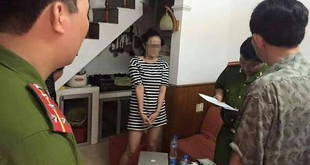 """Tạm giữ điều tra """"thánh cô""""...bêu chuyện đời tư """"sao"""" Việt"""