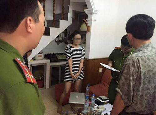 thánh cô; thánh bóc;  Tuyết Anh Trần, Huyen Nguyen, Minh Minh Phan...  tập đoàn thánh bóc
