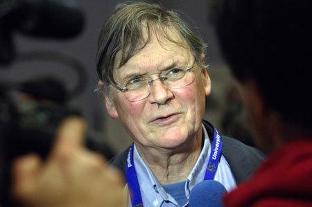 Chủ nhân Nobel từ chức vì phân biệt giới tính