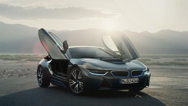 Siêu xe BMW I8 của nữ chủ nhân quán cafe đã ra biển trắng