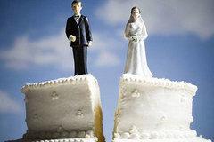 """Người vợ tố chồng """"diễn kịch"""" ly hôn để định cư nước ngoài"""