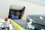 Sau nhiều vụ phá khóa, 'soi' quy trình vận chuyển hành lý