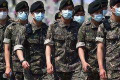"""Hàn Quốc mất 16 người vì MERS, khẩu trang """"cháy hàng"""""""