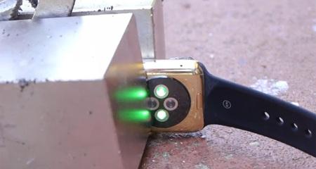 Đập vỡ Apple Watch 10.000 USD bằng 'siêu nam châm'