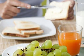 Chúng ta nên ăn gì vào bữa sáng?