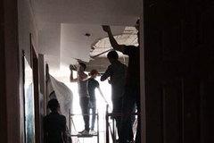 Khóc mếu vì chung cư sập trần, ngập nước sau trận siêu dông