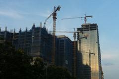 Cẩu tháp chờ gãy trên đầu dân Thủ đô
