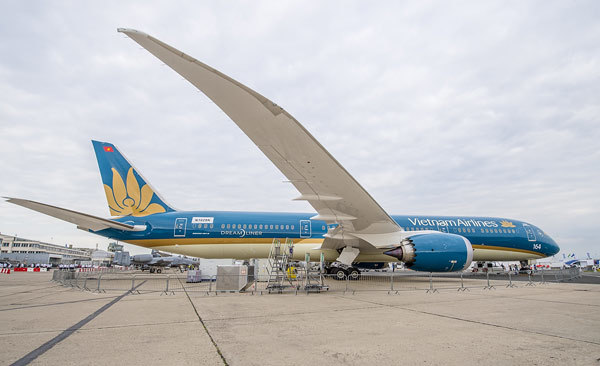 Xem màn trình diễn ngoạn mục của máy bay Vietnam Airlines