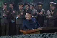 Kim Jong-un quan sát tập trận trong đêm