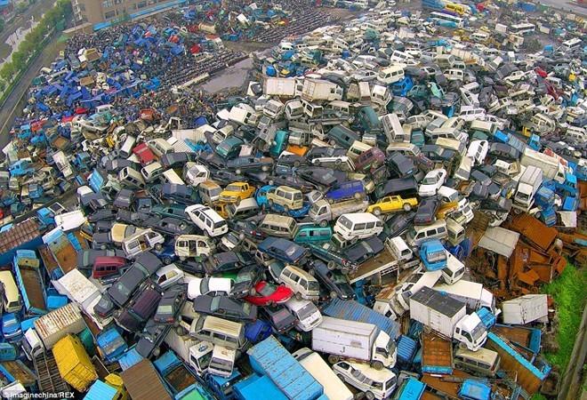 Nghĩa địa xe cũ khổng lồ tại Trung Quốc
