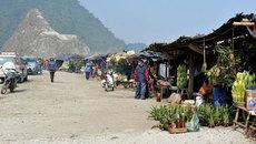 Ghé chợ trong mây Thung Khe thưởng thức đặc sản Tây Bắc