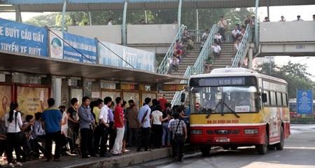 Thực hư việc cô gái bị 'trấn lột' trên xe buýt Hà Nội