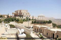 Cận cảnh lâu đài xa hoa của thủ lĩnh IS