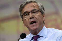 Jeb Bush chê Hillary Clinton 'hết thời'