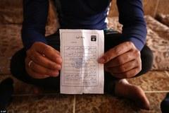 """Bí ẩn tấm thẻ """"sống còn"""" của người dân dưới chế độ IS"""