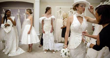 Những bộ váy cưới tuyệt đẹp làm từ giấy vệ sinh