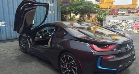 Lo chạy phí: Dân chơi đua nhau mua siêu xe?