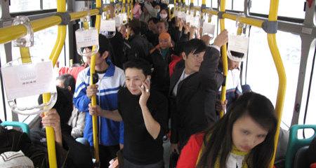 Những tình huống quấy rối tái mặt trên xe buýt
