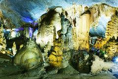 Một ngày khám phá hang động Quảng Bình