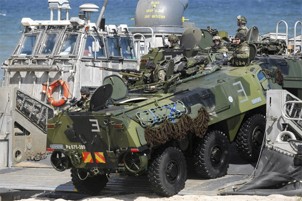 Xem NATO tập trận khủng 'dằn mặt' Nga