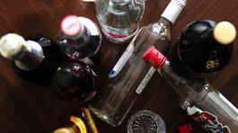 Hàng chục người thiệt mạng vì ngộ độc rượu