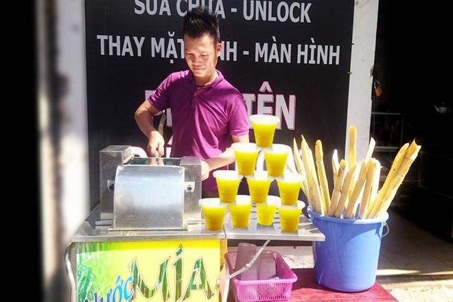 Nước mía bán theo lít ở Hà Nội