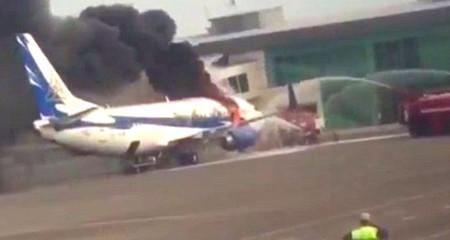 10 clip 'nóng': Boeing 737 cháy ngùn ngụt giữa sân bay