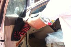 Đại gia đất Cảng bị tạt a xít trên xe Lexus