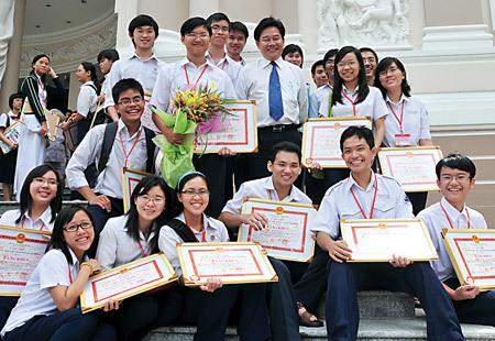 Xin đừng kêu gọi học sinh Việt 'bớt giỏi đi'