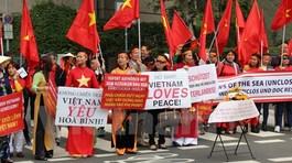 Hơn 500 người Việt tại Đức tuần hành phản đối TQ