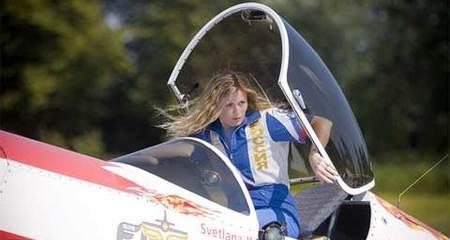 Bí mật tay lái lụa của nữ phi công giỏi nhất thế kỷ