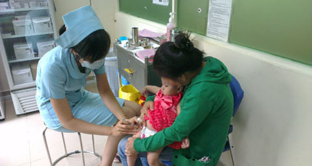 Thuê xe đưa con nhỏ đi hàng trăm km tiêm vắc-xin dịch vụ