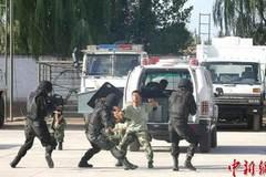 Tấn công bằng dao và bom tại Tân Cương, 18 người chết