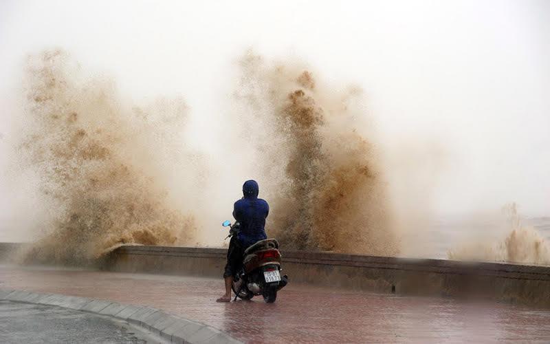 Sóng cao 5m bủa vây Hải Phòng