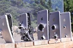 Cần bao nhiêu chiếc iPhone để cản một viên đạn súng trường?