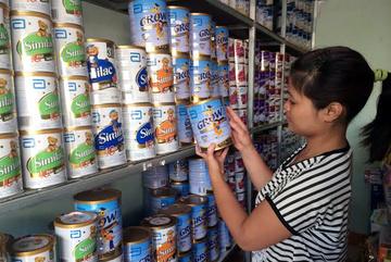 Loạn giá sữa: Siêu thị bán đắt hơn cả trăm ngàn?
