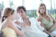 Vợ nhiệt tình tác hợp chồng cho kẻ thứ ba