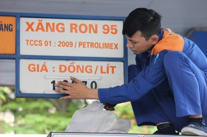 Giá nhập khẩu giảm 40%, xăng dầu trong nước tăng liên tục