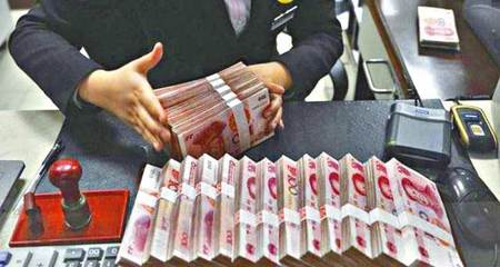 Nhân viên ngân hàng bị hoa liễu vì đếm tiền bẩn