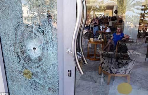 Lời kể kinh hoàng về kẻ khủng bố giết 37 người tại Tunisia