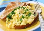 5 lý do chúng ta nên ăn lòng đỏ trứng gà