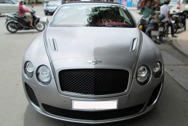 Xe siêu sang mui trần Bentley hiếm tại Sài Gòn