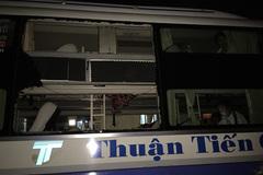 """""""Mưa"""" đá dội vào xe khách, 5 người bị thương"""