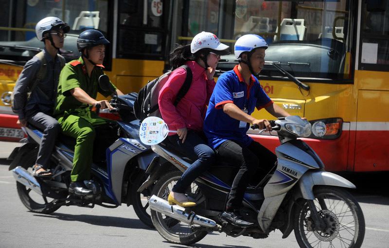Sĩ tử 5 tỉnh đội nắng 40 độ về Hà Nội 'vượt vũ môn' - 12