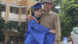 Hình ảnh đẹp: Tân cử nhân ôm bố trong ngày tốt nghiệp