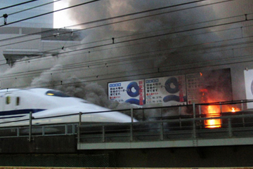Hành khách tự thiêu, tàu siêu tốc bốc cháy