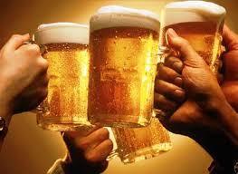 Dân Việt chuyển dần từ bia hơi vỉa hè sang bia lon ngoại?
