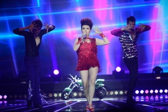 Thời trang giấu cân nặng của Hải Yến Idol