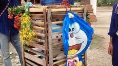 Doraemon bông trở thành vật hiến tế để cầu mưa tại Thái Lan