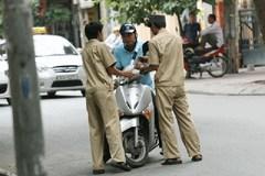 Ai được quyền dừng xe và xử phạt người vi phạm giao thông?